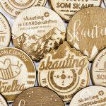 scoutshop-odznak-dreveny-1